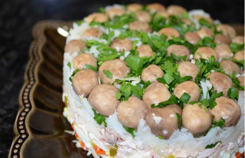 Благодаря тому, что грибы превосходно сочетаются со многими продуктами, можно приготовить салаты на любой вкус, с учетом вкусовых пристрастий каждого человека.
