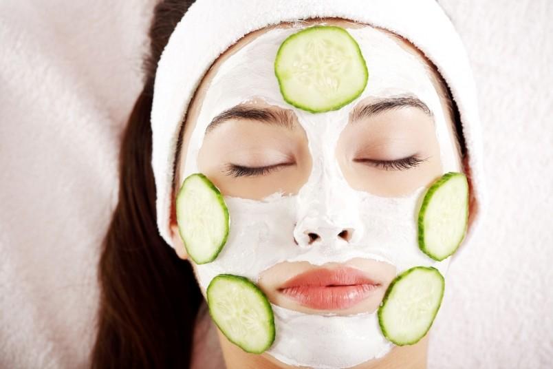 Маски от морщин накладываются только на очищенную кожу, использовать их стоит не чаще 2-3 раз в неделю.