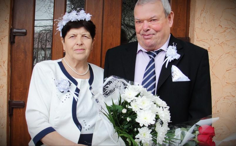 Проведение золотой свадьбы — домашнее дело, но от этого оно не становится менее ответственным.