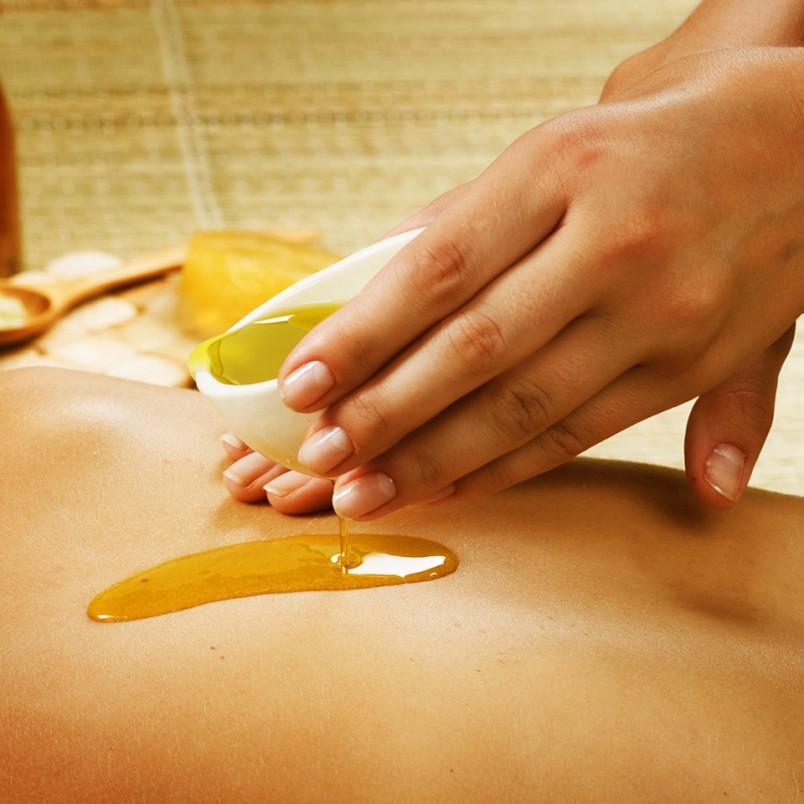Массаж эфирными маслами тела стимулирует сердечнососудистую систему, органов дыхания, внутренних органов.