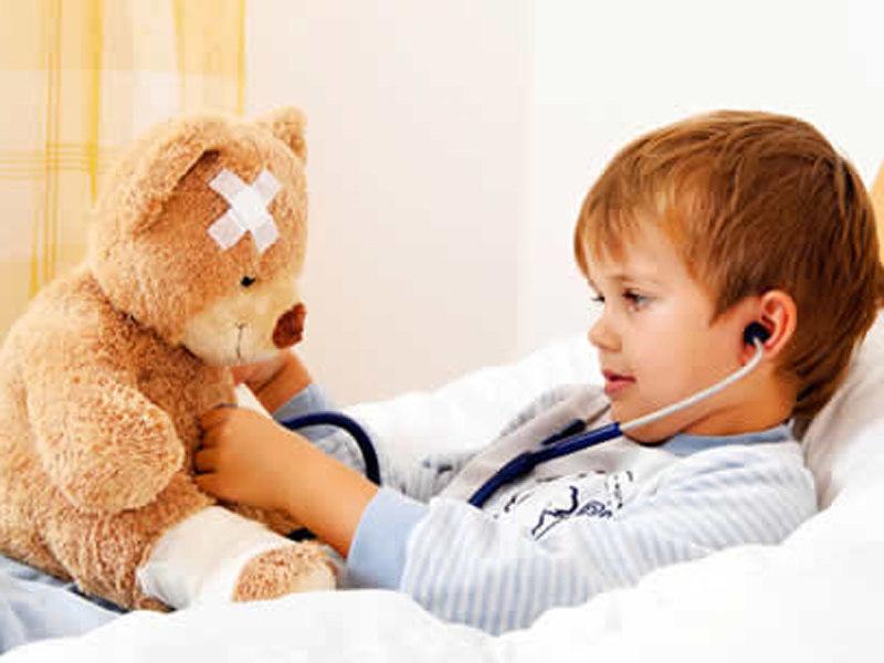 Первичные симптомы ветрянки у детей могут быть схожими с началом обычной простуды.