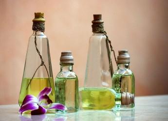 Природные масла издавна использовались в народной косметологии как эффективные целебные средства, а теперь входят в состав различных средств по уходу за волосами.
