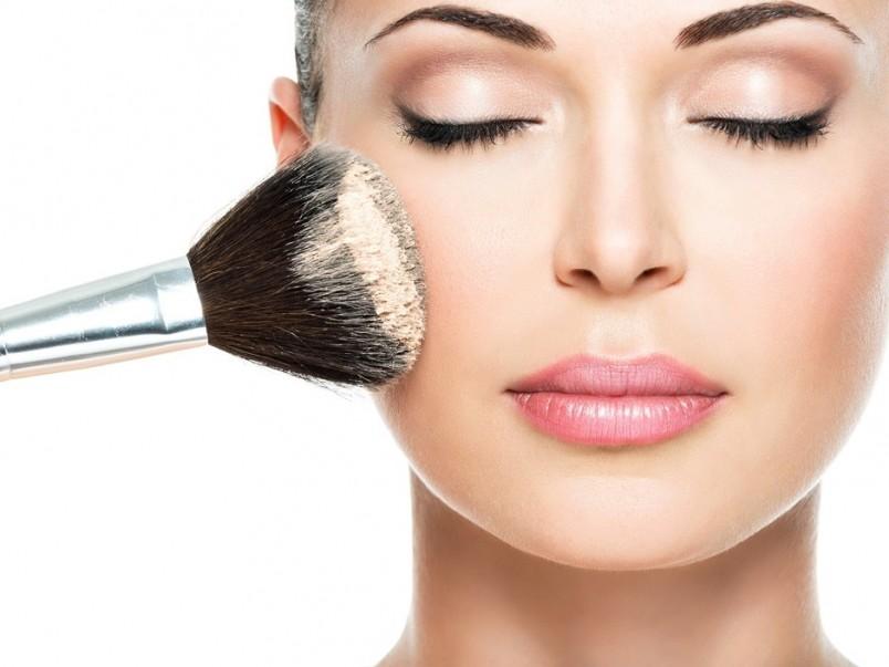 Основа под макияж скроет все ваши дефекты кожи на лице.