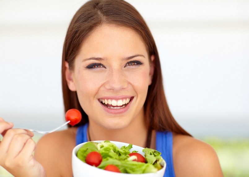 По причине неполноценного и редкого питания метаболизм замедляется, тогда как частые приемы пищи позволяют ускорить метаболизм и поспособствовать потере лишнего веса.