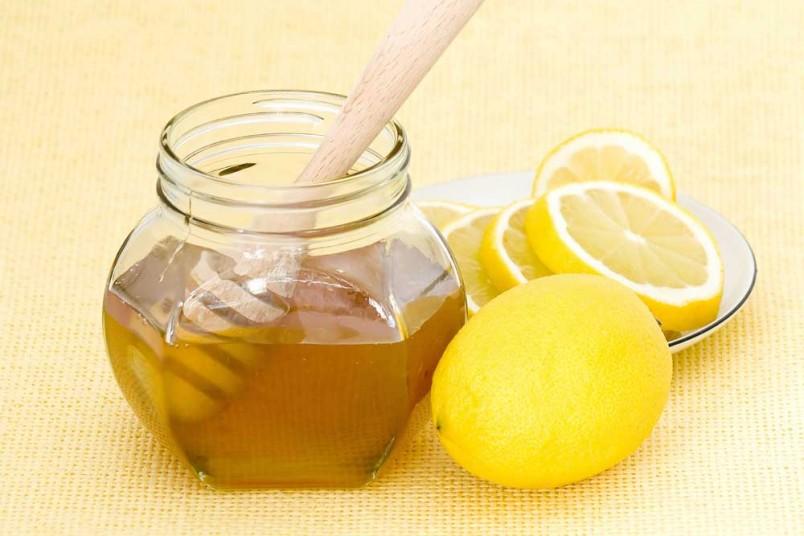 При лечении пародонтоза активно используют мед и продукты пчеловодства.