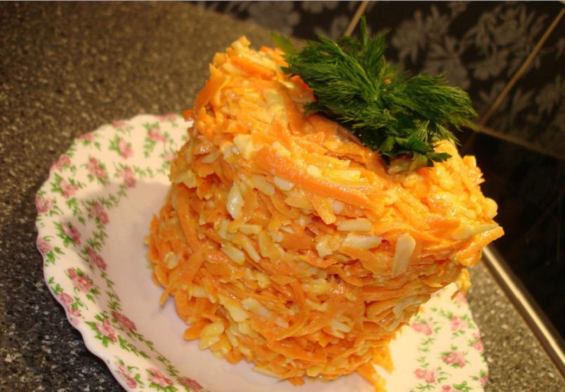 """Салат """"Морковка"""" - один из самых простых рецептов на каждый день."""