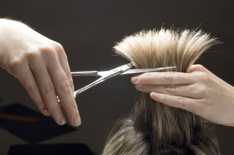 Фазы Луны влияют непосредственно на рост волос.