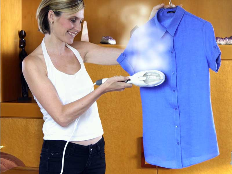 Классические отпариватели представляют собой прибор, способный обрабатывать горячим паром любые изделия из тканей.