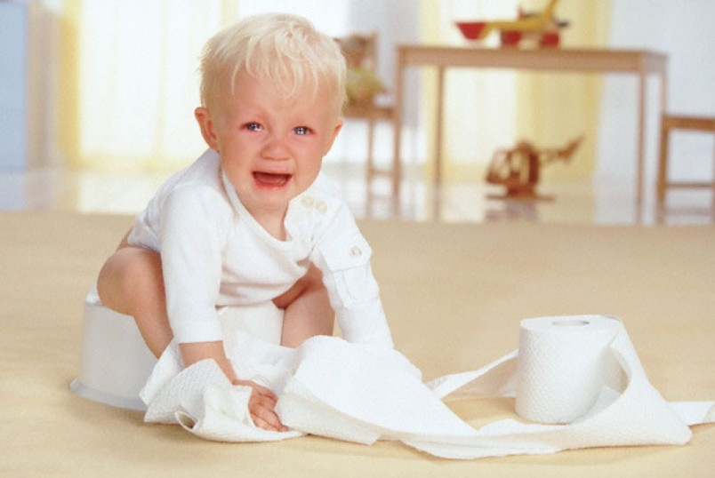 Для сохранения нормального водно-солевого баланса в организме ребенка в случае поноса необходимо немедленно начать лечение.