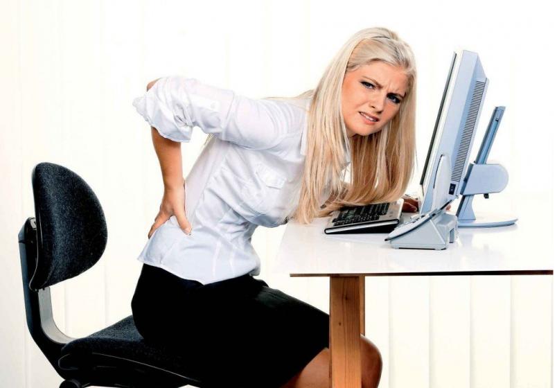 Подтянутая спина и крепкие мышцы спины и плечевого пояса способствуют выработке привычки держать осанку правильно, и тем самым избежать проблем с ней.