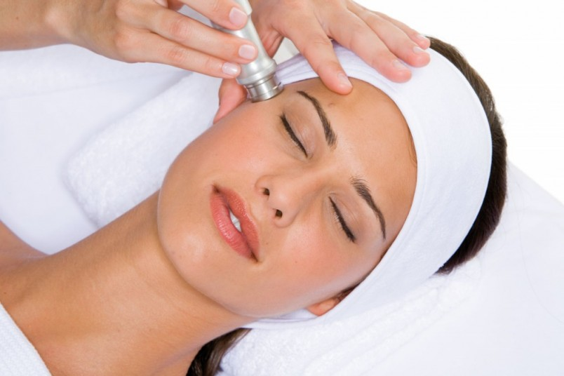По своей эффективности метод сравним с эффективностью лимфодренажного массажа