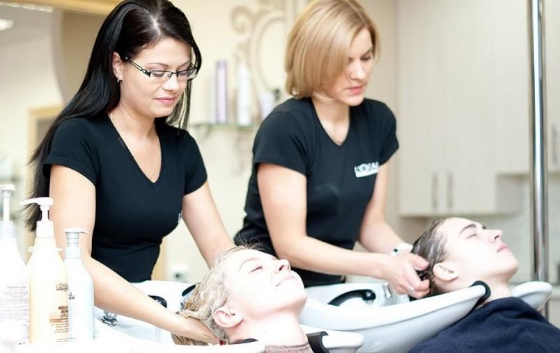 Для салонного восстановления волос используется исключительно качественная профессиональная косметика, содержащая питательные увлажняющие компоненты в очень высоких концентрациях.