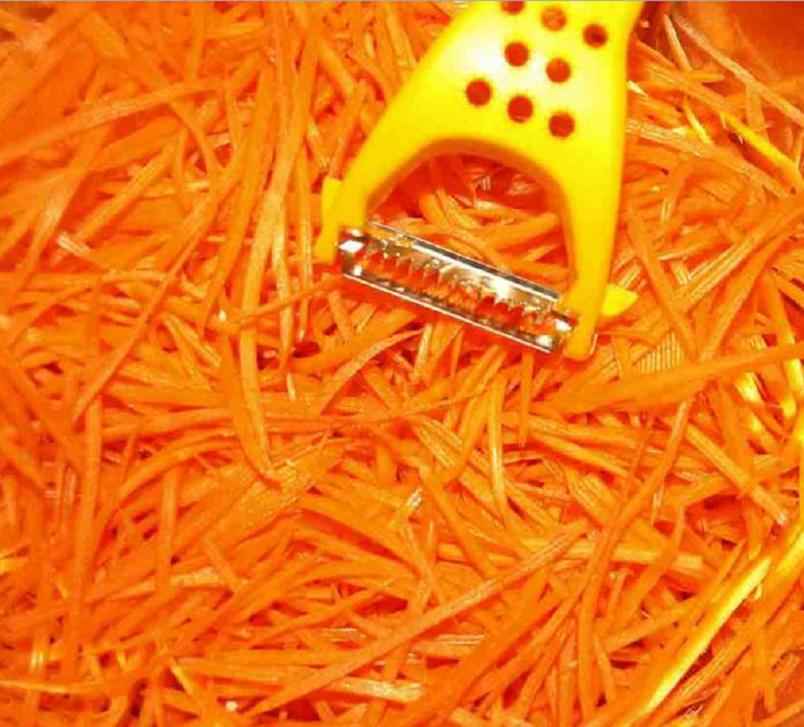 В качестве растительного масла при приготовлении моркови по-корейски в классическом рецепте должно использоваться хлопковое масло, но у нас его часто заменяют подсолнечным.