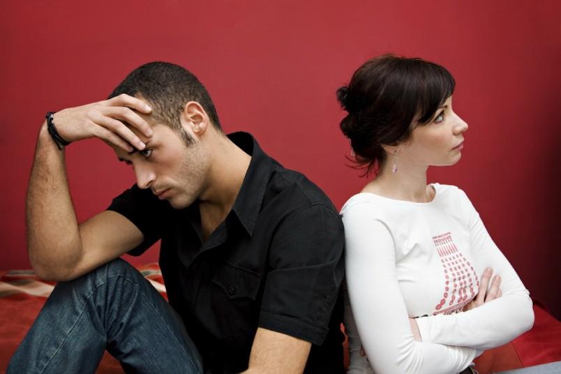 Холодность мужа после брака может быть вызвана массой причин: стресс, другая женщина, слишком утомительный рабочий график, рождение детей и так далее.