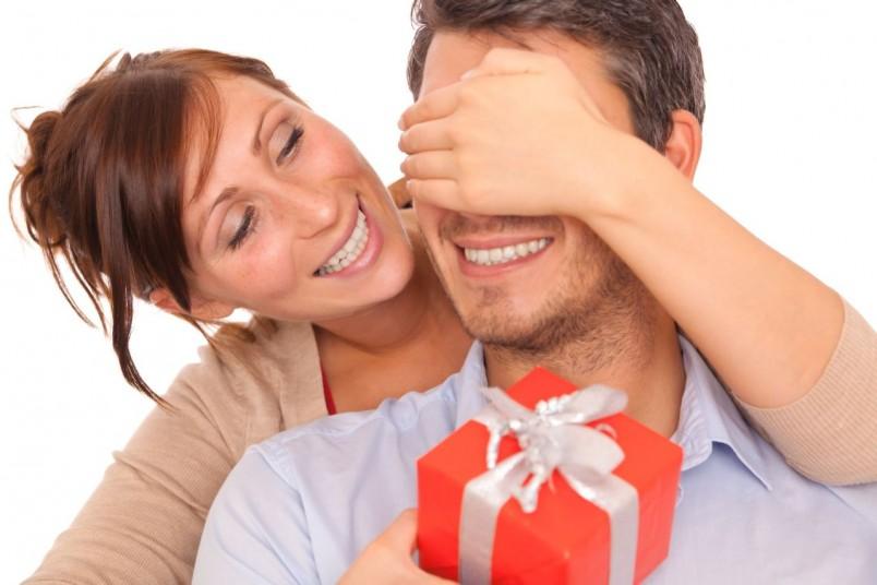 Выбирая подарок для любимого мужчины, стоит помнить, что цена сюрприза и «раскрученность» бренда далеко не всегда играют решающую роль.