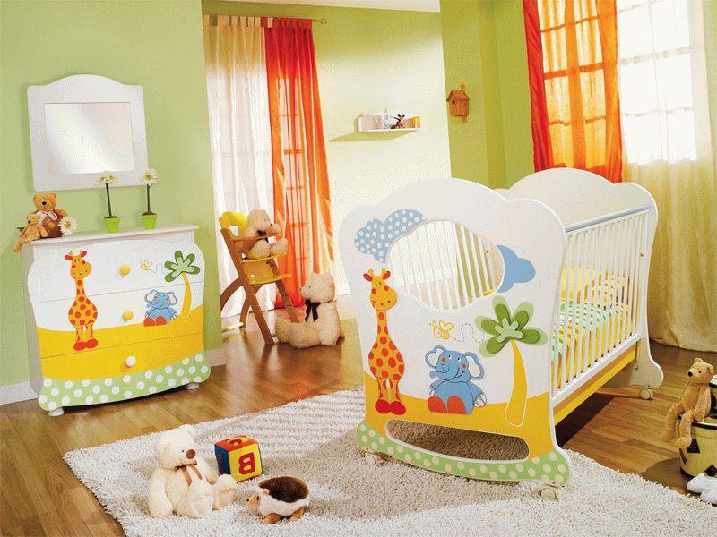 В детской комнате мебель должна быть удобной, легкомоющейся и безопасной. Избегайте мебели с острыми углами иначе травм ребенку не избежать.