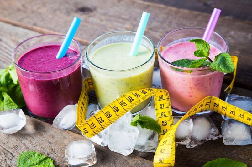 Выбирать рецепт нужно в соответствии со своими вкусовыми предпочтениями и ингредиентами, всегда доступными, чтобы протеиновый коктейль для похудения можно было приготовить в любой момент.