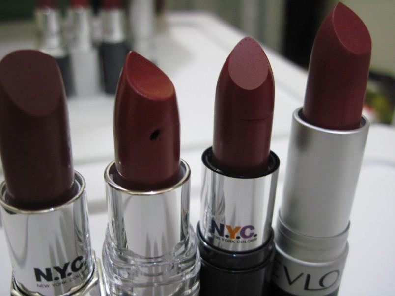 Визажисты сходятся во мнении, что цвет вина или коричнево-бордовый цвет, каковым и является цвет марсала, подходит практически всем женщинам.