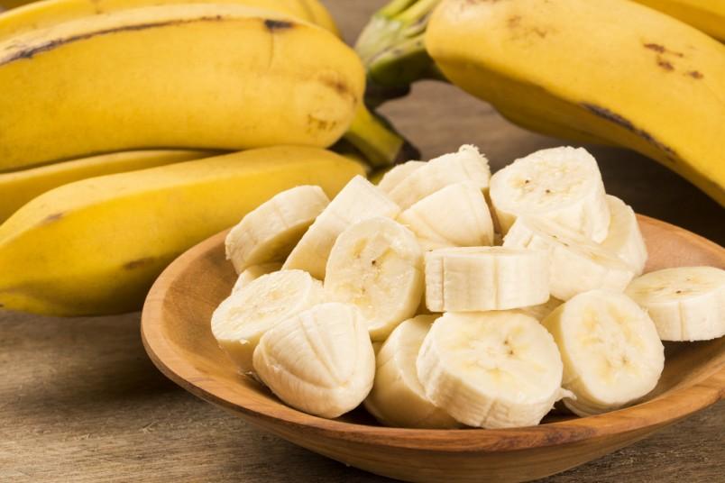 Многие женщины уже пробовали делать банановые маски для лица, и остались довольны полученными результатами.
