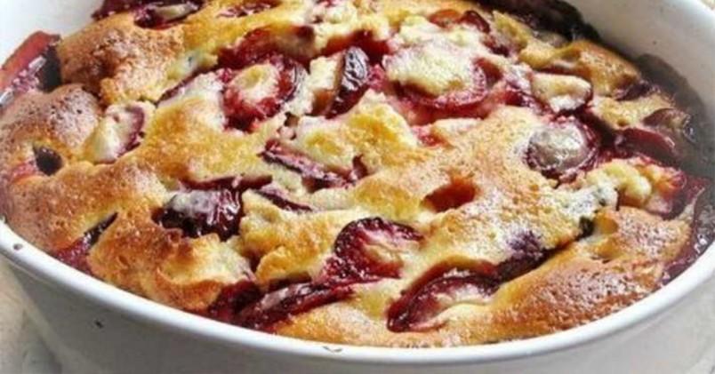 Шарлотка с яблоками - это традиционное русское блюдо, которое любили готовить еще наши пра- пра- прабабушки.