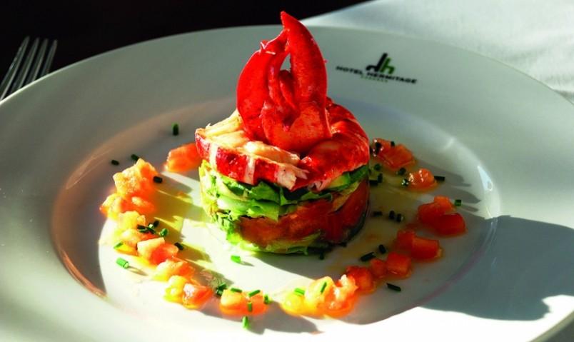 Греческий салат настолько популярен во всем мире, что вполне естественным ходом развития этого блюда стали многочисленные эксперименты по его подаче