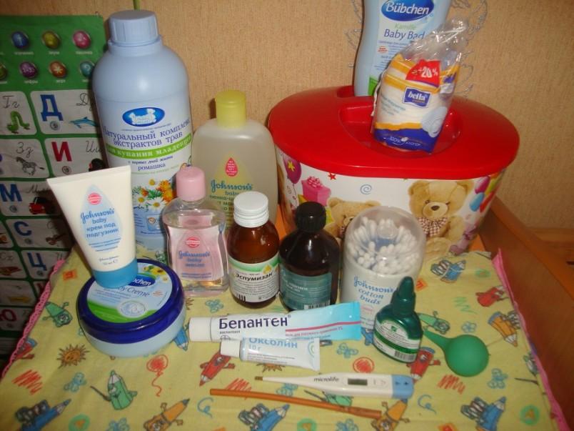 Аптечку для новорожденного лучше собрать самостоятельно. В готовых аптечках содержится много таких препаратов, которые не пригодятся, а некоторые медикаменты и инструменты все равно придется докупать.