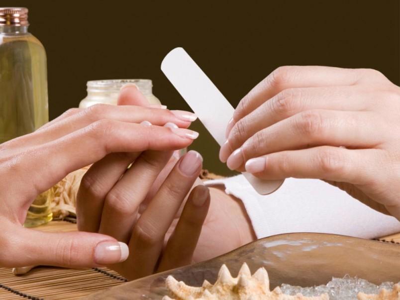 Делать маникюр с кутикулами и заусенцами давно стало показателем неухоженности.