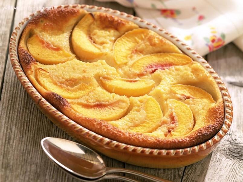 Желательно выбирать для шарлотки определенный сорт яблок: «Антоновка» или «Семеренко». Такие виды фрукта дадут вам максимум сока, аромата.
