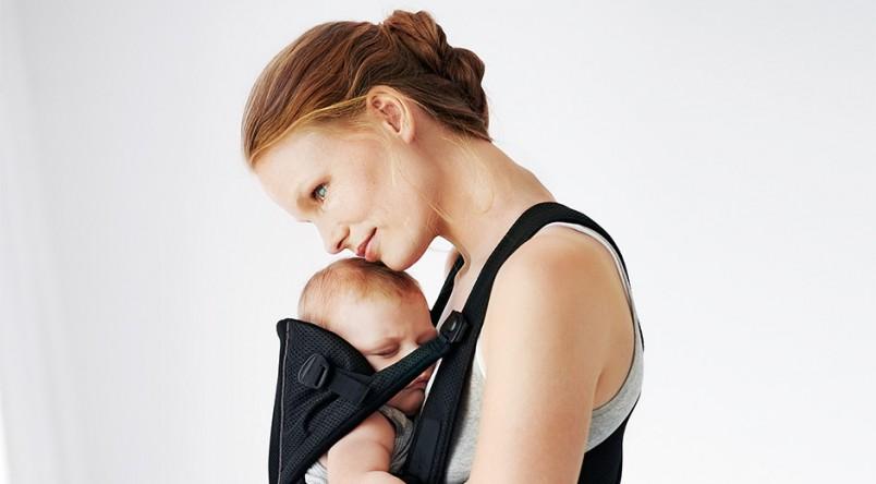 Кенгуру – это своеобразная сумка-переноска, которая позволяет зафиксировать малыша в удобной для него позе, при этом совершенно не мешая маме.