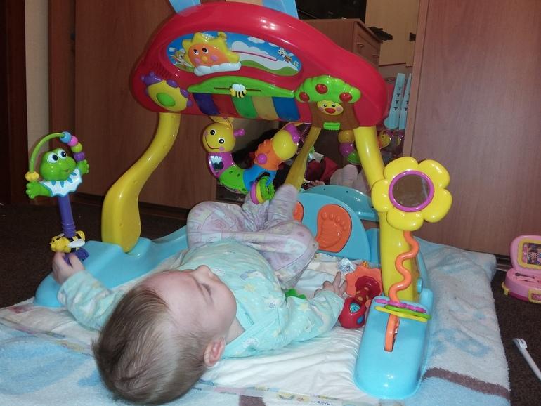 Каждый день вы будете придумывать новые занятия с малышом 6 месяцев, а он обязательно поможет вам.