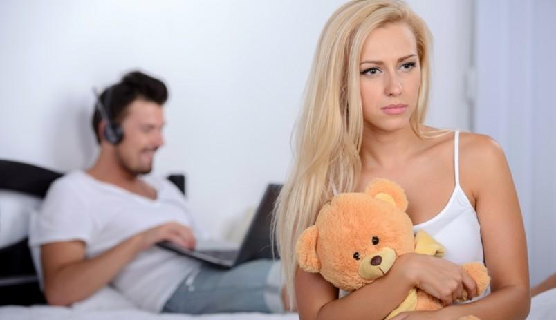 Если вы стали замечать, что муж к вам охладел, не стоит поддаваться панике и впадать в истерику.