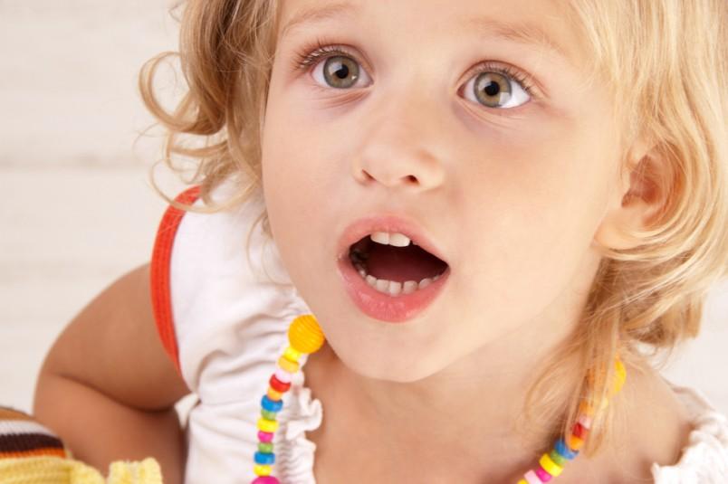 Чаще всего коньюктивит связан с переохлаждением ребенка, с простудой или аллергическими реакциями.