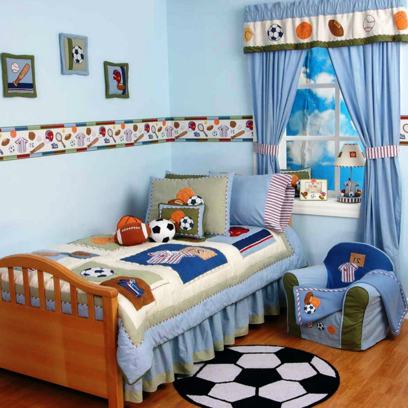 Нормальная комната ребенка, тем более мальчика, это разбросанные машинки, кубики, железная дорога и пара «кричащих» пистолетов. По этим причинам необходимо особенно тщательно продумать концепцию мебели для детской.