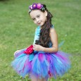 Чтобы юбка-пачка стала настоящим дизайнерским творением, поиграйте деталями, например, разной длиной фатиновых полос, цветовой гаммой.