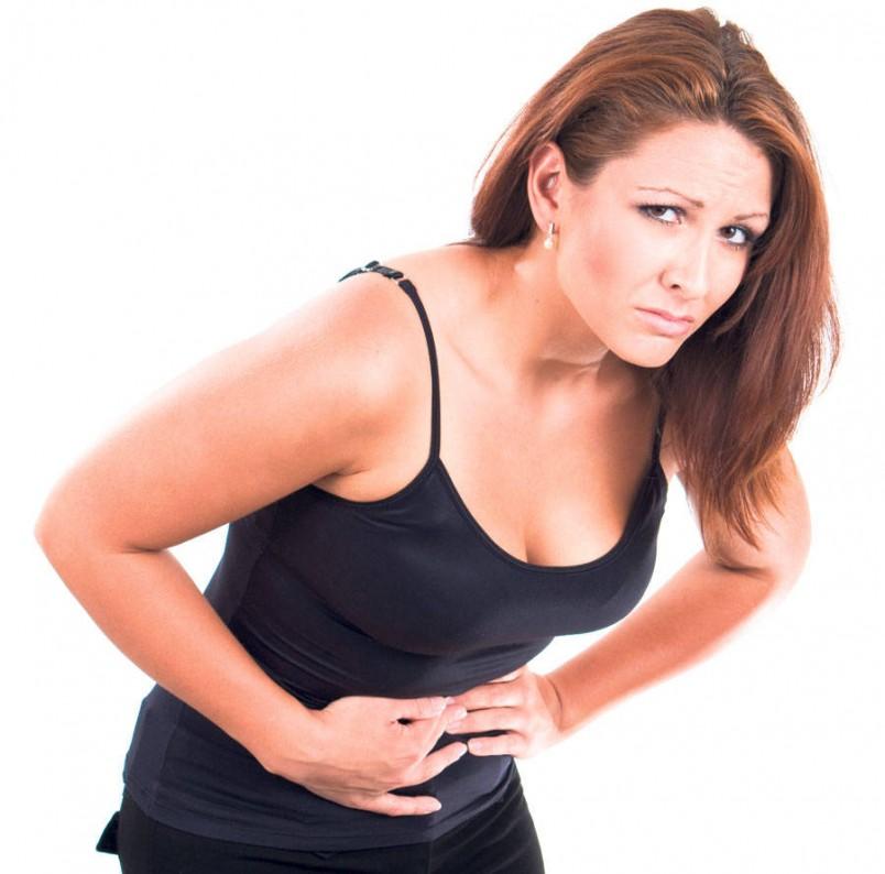 Основным признаком метеоризма является вздутие и распирание живота. Также это состояние может сопровождаться появлением схваткообразных болей и ощущением тяжести в желудке.
