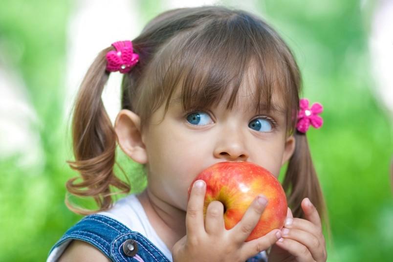 Заразиться ребенок может, вдыхая инфицированную пыль, употребляя воду, пищу.