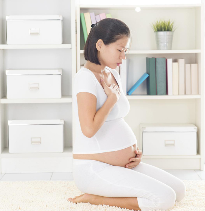 Жжение во время вынашивания ребенка усиливается  из-за увеличенной секреции соляной кислоты.