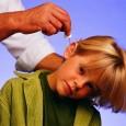 Родители должны помнить, что лечение в домашних условиях воспаления уха с помощью грелок, сухого тепла, спиртовых компрессов возможно только по рекомендациям врача.