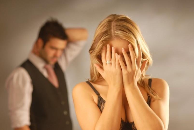 Первый год совместной жизни является критическим по причине того, что пара только привыкает друг к другу и притираются в быту.