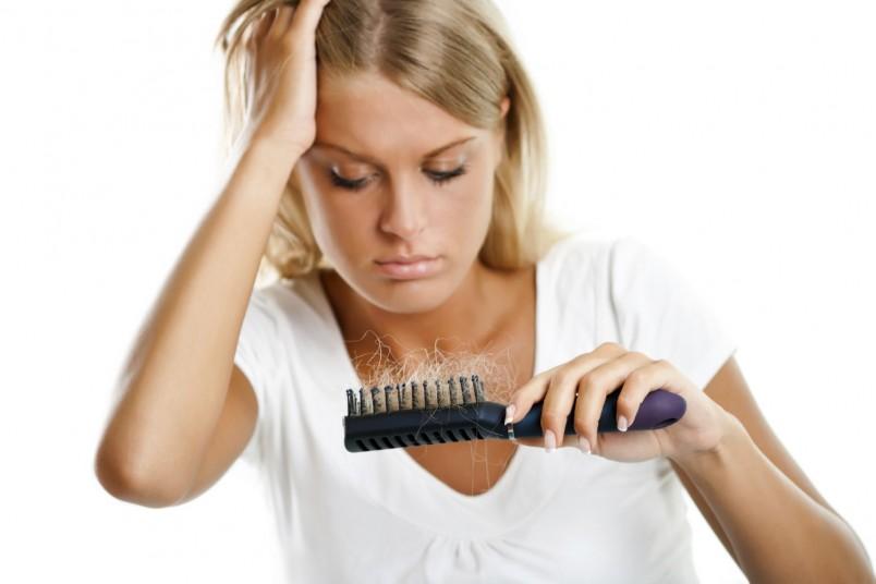Довольно сильно на волосах отражается внешняя экологическая ситуация.
