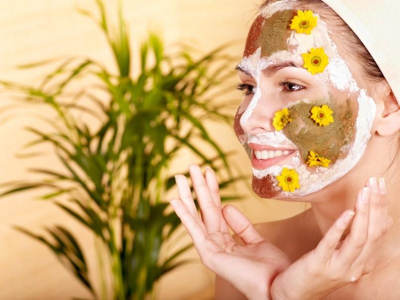 Для борьбы с пигментными пятнами эффективны не только косметические средств, но так же препараты на природной основе.