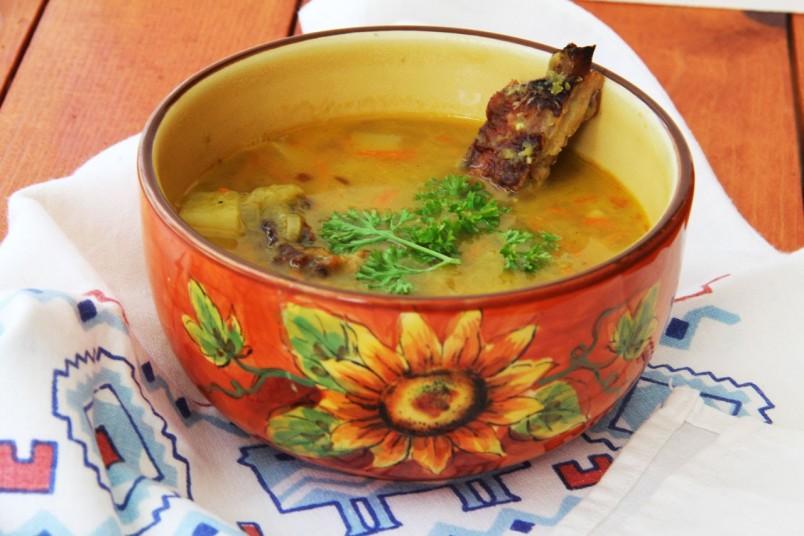 Гороховый суп получается очень вкусный и что ценно, его очень трудно испортить!