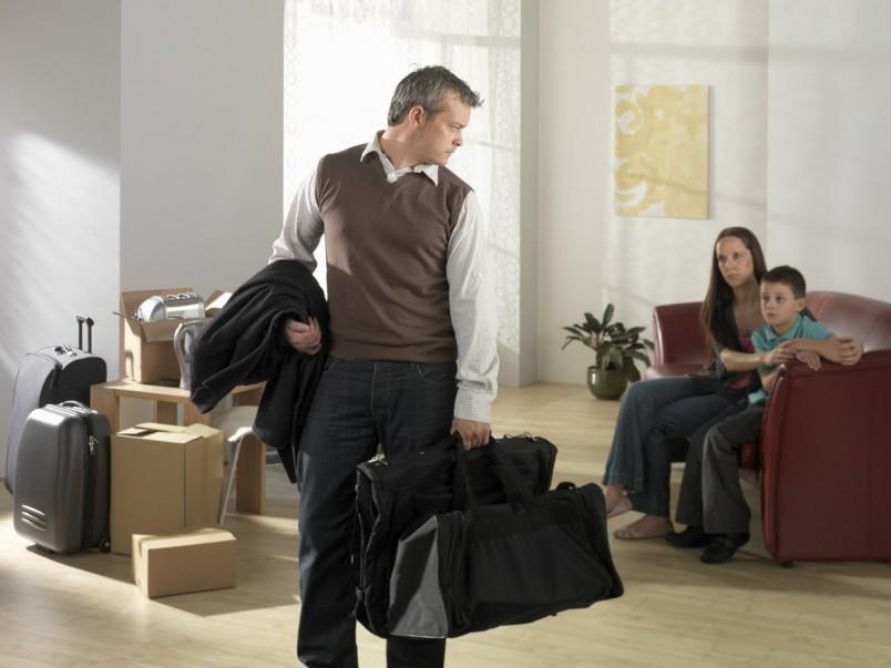 Неверного мужа можно просто выставить за дверь и отправить к разлучнице.