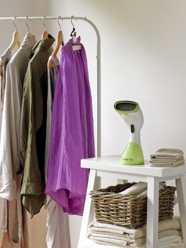Вещи после отпаривания становятся более мягкими, благодаря технологии прибора о блестящих пятнах или изломах на одежде можно забыть.