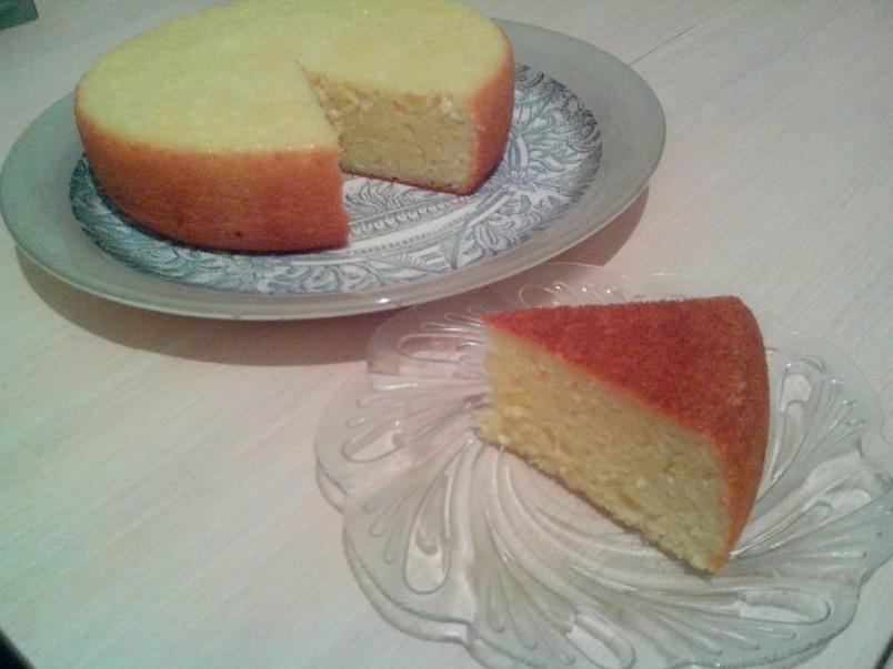 Манник относится к категории влажных (сочных) пирогов, но при этом его текстура не должна быть после выпечки липкой.