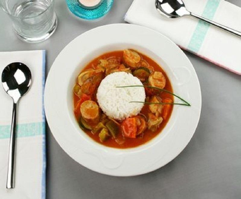 На сегодняшний день в мировой кулинарии существует огромное количество рецептов приготовления рататуя.