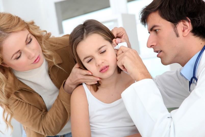 Лечение отита проводится амбулаторно. Госпитализация показана только в случае тяжелого течения заболевания.