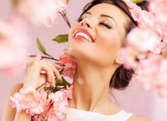Чтобы лицо похудело, нужно ежедневно ухаживать за ее кожей, применять специальную диету и выполнить комплекс упражнений.