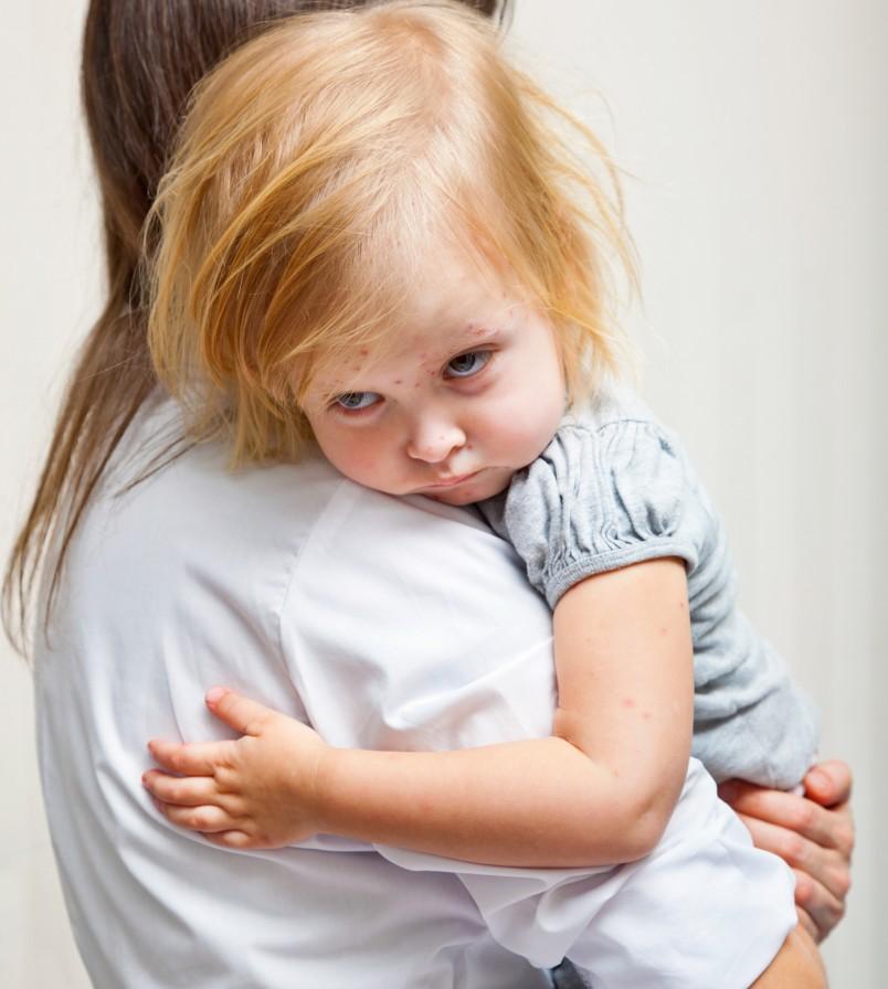 Только после диагностического осмотра, забора анализов опытный врач сможет назначить адекватное лечение сыпи у малыша.