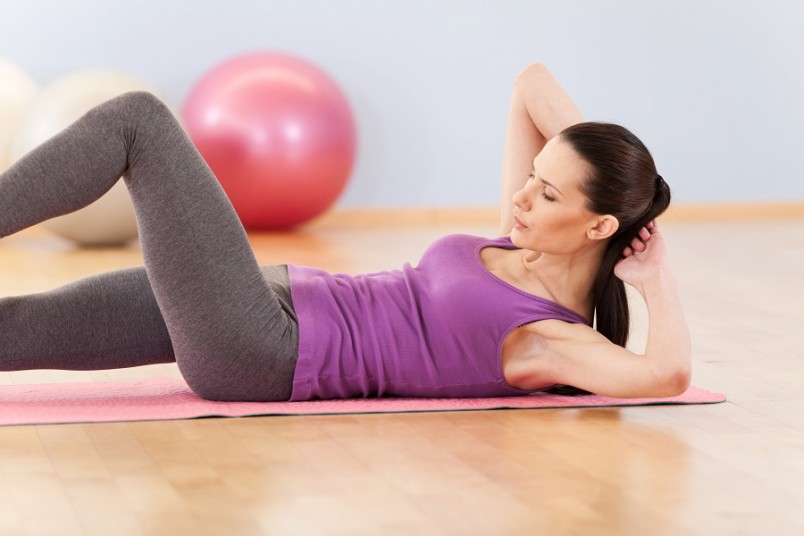Для создания тонкой талии, необходимо выполнять ежедневные тренировки и упражнения в течение месяца.